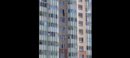 Россиянка рухнула с девятого этажа, пытаясь сбежать от мужа (ВИДЕО)
