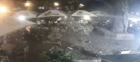 В Ужгороде дерево упало прямо на клиентов кафе (ВИДЕО)