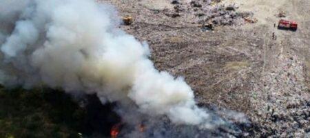 На Тернопольщине горит мусорный полигон