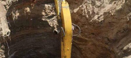 Во Львове посреди улицы образовалась 10-метровая яма