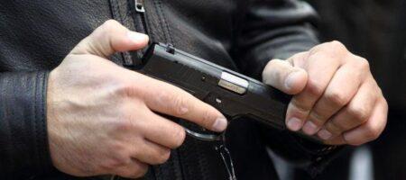 В Москве на Красной площади мужчина выстрелил себе в голову на одиночной акции