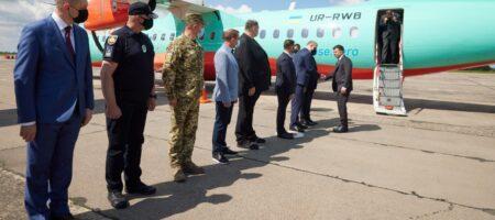 Кривой Рог встретил Зеленского биллбордами с благодарностью Коломойского (ФОТО)