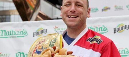 Установлен мировой рекорд по поеданию хот-догов