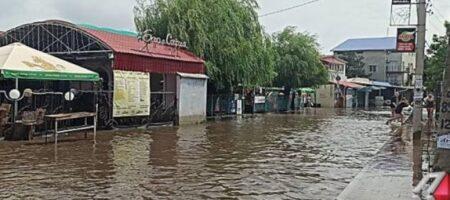 В Николаевской области сильные ливни затопили популярный курорт (ФОТО)