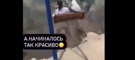 В России девушки сорвались в обрыв при катании на качелях (ВИДЕО)
