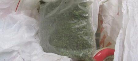 Украинка пыталась провезти в Россию наркотики в босоножках (ФОТО)