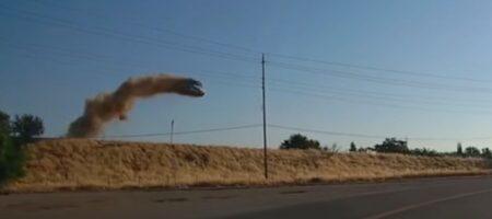 """Такой """"полёт"""" автомобиля мог бы украсить любой боевик"""
