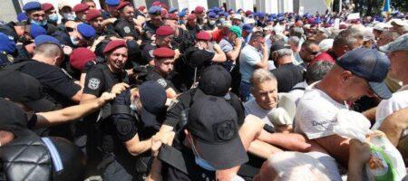 Протест под Радой: полиция применила слезоточивый газ против ветеранов-силовиков