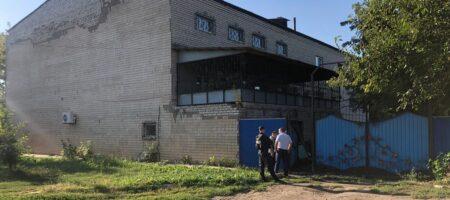 В Херсонской области мужчина забаррикадировался и угрожает взорвать собственный дом