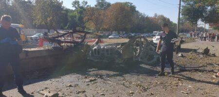 При взрыве автомобиля в Днепре погибли глава отдела связей со СМИ ГУ ГСЧС в Днепропетровской области и ветеран АТО