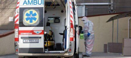 В Ровно пациент с COVID умер на пороге больницы