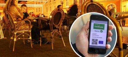 Во Львове возник скандал из-за полицейского, который проверял кафе без собственного COVID-сертификата