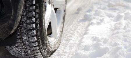 """Когда в Украине нужно """"переобуваться"""" на зимнюю резину: полезный лайфхак для водителей"""